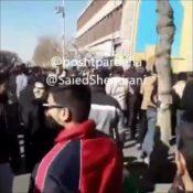 اعتراض به یک اخوند  در خیابانهای ایران ۷ دی ۱۳۹۶  اخوندا حیا کنید  مملکتو رها…
