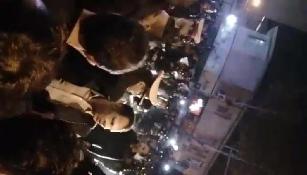 کلیپ ۱۲ دقیقه ای از تظاهرات مردمی رشت ۸ دی ماه ساعت ۱۰ شب سال…