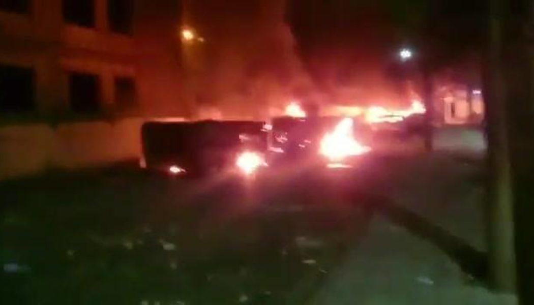 آتش زدن ماشینهای بسیجیان